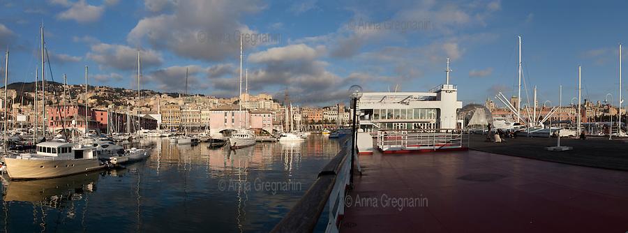 Porto Antico di Genova. Il bigo e l'Acquario
