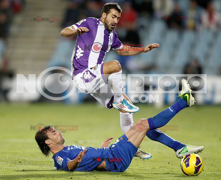 Getafe's Juan Valera (l) and Real Valladolid's Mikel Balenziaga during La Liga match.November 18,2012. (ALTERPHOTOS/Acero) NortePhoto