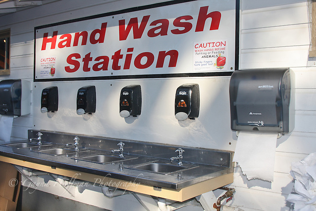 Public hand washing station