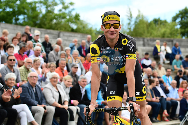 Thomas Voeckler (FRA) Direct Energie at sign on before the start of Stage 6 of the Criterium du Dauphine 2017, running 147.5km from Parc des Oiseaux - Villars-les-Dombes to La Motte-Servolex, France. 9th June 2017. <br /> Picture: ASO/A.Broadway | Cyclefile<br /> <br /> <br /> All photos usage must carry mandatory copyright credit (&copy; Cyclefile | ASO/A.Broadway)