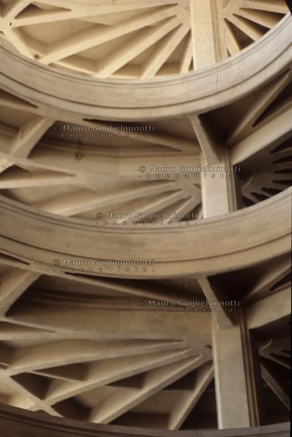 ITALIA - Torino - stabilimento Fiat LINGOTTO - scala elicoidale di Mattè Trucco 1916 - utilizzo cemento armato