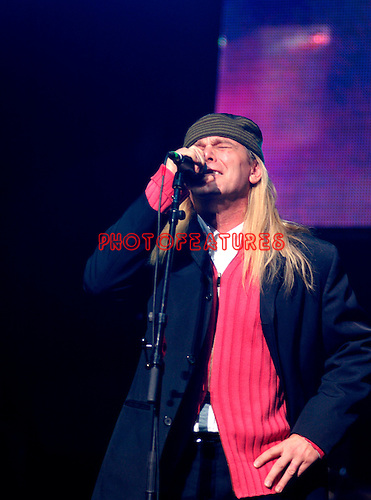 Cheap Trick Robin Zander at Alice Cooper's Christmas Pudding show for his Solid Rock Foundation Charity at Dodge Theatre in Phoenix, Arizona, December 18th 2004. Photo by Chris Walter/Photofeatures.