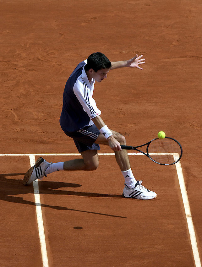 Photo. Richard Lane. .Roland Garros 2002, French Open Tennis. 29/5/2002.Tim Henman of Great Britain.