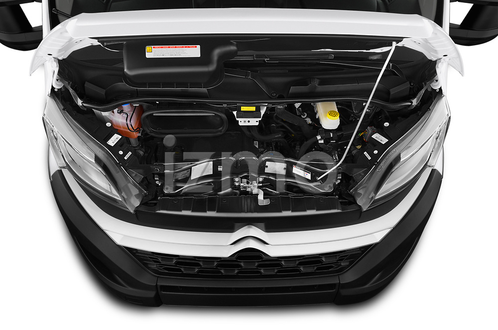 Car Stock 2019 Citroen Jumper - 4 Door Chassis Cab Engine  high angle detail view