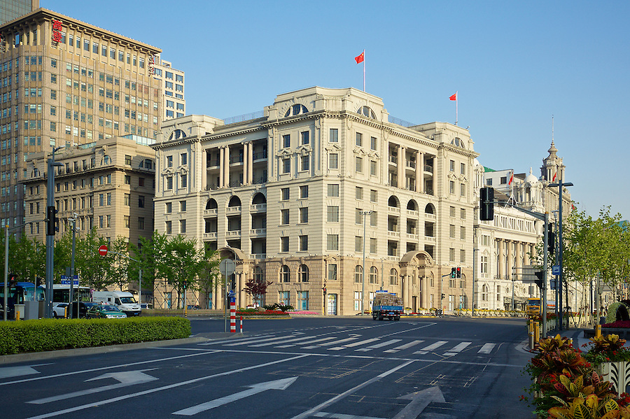 The Asiatic Petroleum Building At No.1 The Bund. Completed In 1916 As The McBain Building, It Was Acquired On A Long Lease By The Asiatic Petroleum Company (North) Limited In 1917. An Eighth Floor Was Added In 1939.