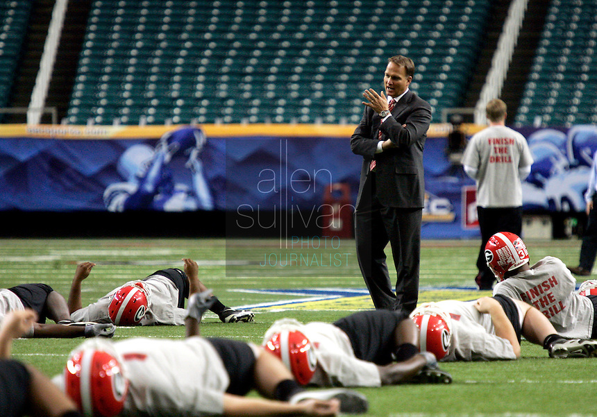 University of Georgia head coach Mark Richt speaks with the team during stretches in the Georgia Dome on Friday, Dec. 2, 2005.<br />