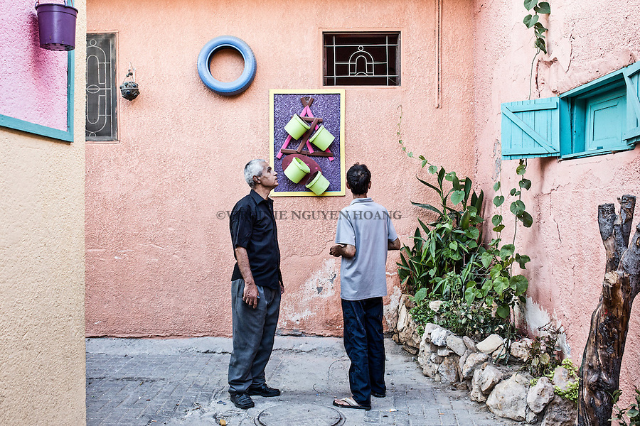 GAZA, Zaytoun: Mohammed Al Saedi and one of his neighbour helping him to decorate their street. 14/08/15<br /> <br /> GAZA , Zaytoun : Mohammed Al Saedi et un de ses voisins qui l'aide &agrave; d&eacute;corer leur rue. 14/08/15