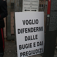 04 apr 2013 Milano: la protesta di Karima El Mahroug, meglio conosciuta come  Ruby, davanti al Palazzo di Giustizia di MIlano contro i giudici e gli avvocati di Berlusconi del processo  .che porta il suo nome. Il cartello di Ruby davanti al palazzo di giustizia..Milan: the protest of Karima El Mahroug, aka Ruby, in front of the courthouse in Milan, against the judges and the lawyers of the Berlusconi case that bring her name. The Ruby poster in front of the courthouse in Milan