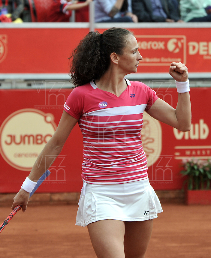 BOGOTA - COLOMBIA - 12-04-2016 Amra Sadikovic de Suiza,  celebra, durante partido por el Claro Colsanitas WTA, que se realiza en el Club El Rancho de Bogota. / Amra Sadikovic of Switzerland, celebrates, during a match for the WTA Claro Colsanitas, which takes place at Club El Rancho de Bogota. Photo: VizzorImage / Luis Ramirez / Staff.