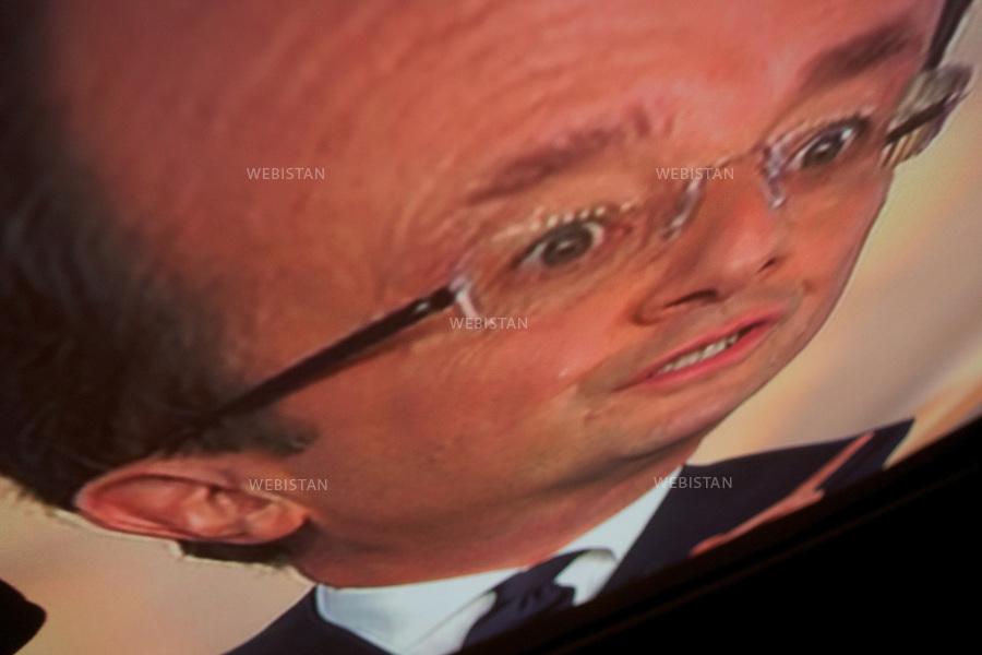 France. Paris. François Hollande face à Nicolas Sarkozy lors du débat télévisé d'entre-deux-tours de l'élection présidentielle française, le 2 mai 2012 dans les studios de France 2. .