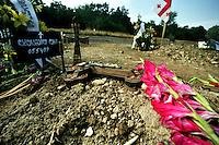 Tbilisi/Georgia  9-2008.<br /> Tombe di soldati georgiani caduti in Ossezia del Sud nei combattimenti contro l'esercito russo. War cemetery. Graves of georgian soldiers dead in South Ossetia fighting against Russian Army.<br /> Photo Livio Senigalliesi