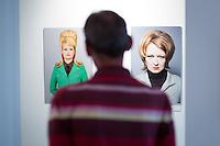 Berlin, Ein Besucher schaut sich am Freitag (17.05.13) im Schwulen Museum in Berlin, Bilder von Frederik Busch, Mira (l.) und Martha (Fine Art Print, 2008) an. Foto: Maja Hitij/CommonLens
