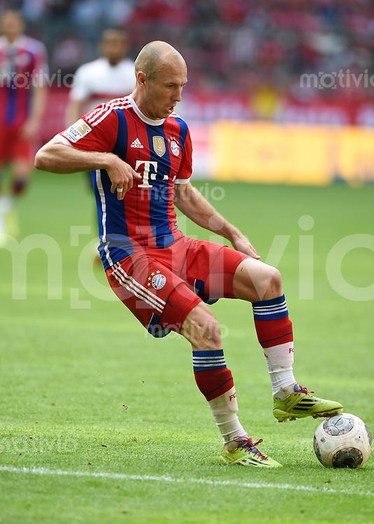 FUSSBALL   1. BUNDESLIGA   SAISON 2013/2014  34. SPIELTAG FC Bayern Muenchen - VfB Stuttgart             10.05.2014 Arjen Robben (FC Bayern Muenchen) am Ball