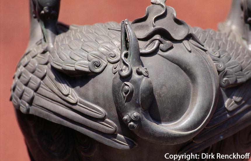 China, Kaiserpalast von Peking, Kranichgefäß vor Halle der Pflege des Herzens, Unesco-Weltkulturerbe