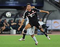 FUSSBALL   CHAMPIONS LEAGUE   SAISON 2011/2012  Qualifikation  23.08.2011 FC Zuerich - FC Bayern Muenchen Mario Gomez (vorn, FC Bayern Muenchen)  gegen Ricardo Rodriguez (FC Zuerich)