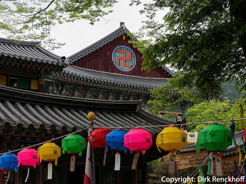 Schmuck zu Buddha's Geburtstag am Tempel Heinsa nahe Daegu, Provinz Gyeongsangnam-do, S&uuml;dkorea, Asien, UNESCO Weltkulturerbe<br /> decoration at Buddha's birthday,  buddhist temple heinsa near Daegu,  province Gyeongsangbuk-do, South Korea, Asia, UNESCO world-heritage