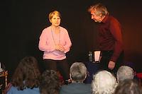 """Sylvia Hofrock und Thomas Sturmfels vom TikS Theater spielen """"Offene Zweierbeziehung"""" im Kulturbahnhof Mörfelden-Walldorf"""