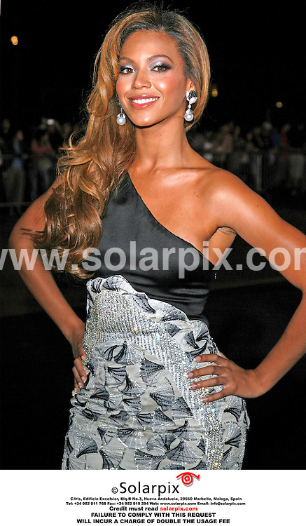 ALL-ROUND PICTURES BY SOLARPIX.COM - 21.09.06.**MUST CREDIT SOLARPIX.COM OR DOUBLE USAGE FEE CHARGED**.21/09/06. London..Beyonce Knowles arrives for the Emporio Armani Fashion Show at Earl's Court, London..REF: 2830 PRS