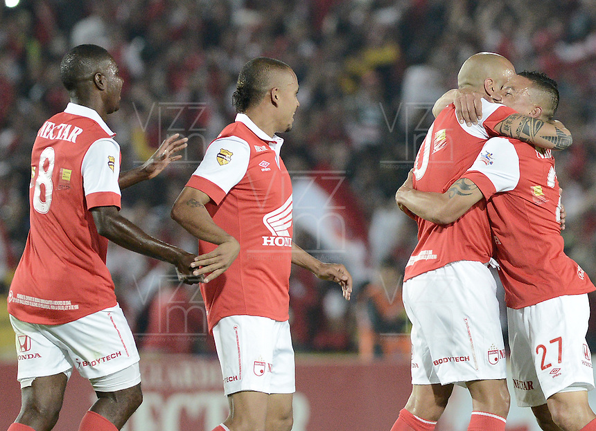 BOGOTÁ -COLOMBIA, 24-01-2014. Jugadores de Independiente Santa Fe celebran un gol en contra del Itaguí durante partido por la fecha 1 por la Liga Postobón  I 2014 jugado en el estadio Nemesio Camacho el Campín de la ciudad de Bogotá./ Independiente Santa Fe players celebrate a goal against Itagui during match for the 1st date for the Postobon  League I 2014 played at Nemesio Camacho El Campin stadium in Bogotá city. Photo: VizzorImage/ Gabriel Aponte / Staff