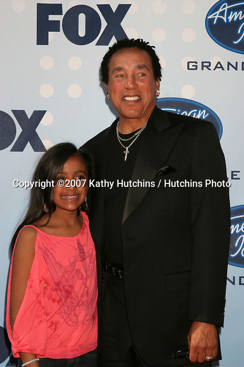 Smokey Robinson & granddaughter Lyric.American Idol Finale  Season 6.Kodak Theater.Los Angeles, CA.May 23, 2007.©2007 Kathy Hutchins / Hutchins Photo