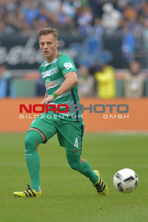 01.10.2016,  GER; 1.FBL SV Darmstadt 98 vs SV Werder Bremen , im Bild Einzelaktion Hochformat Robert Bauer (Bremen #04) Foto © nordphoto / Witke