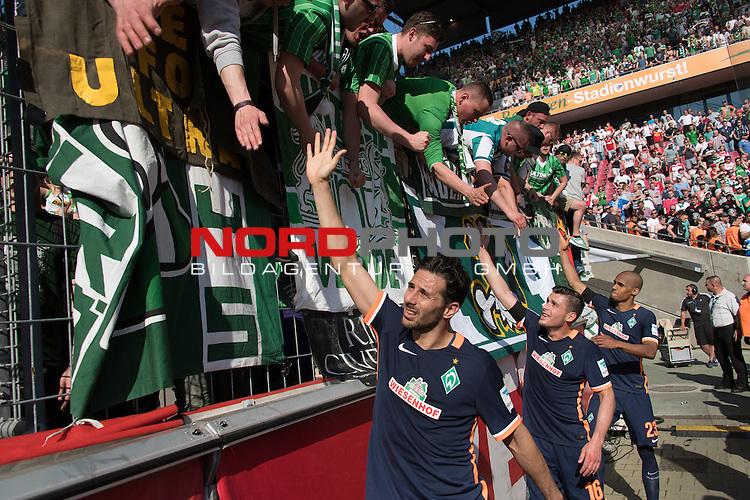 07.05.2016, RheinEnergie Stadion, Koeln, GER, 1.FBL, 1.FC Koeln vs Werder Bremen, im Bild<br /> entt&auml;uscht / enttaeuscht / traurig <br /> der Gang nach dem Spiel zu den Fans<br /> Claudio Pizarro (Bremen #14)<br /> Zlatko Junuzovic (Bremen #16)<br /> Theodor Gebre Selassie (Bremen #23)<br /> <br /> Foto &copy; nordphoto / Kokenge