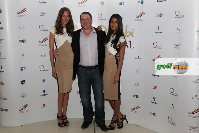 Chris Doak has his hands full during the 2015 Abu Dhabi Invitational Gala Evening held at The Viceroy Hotel, Yas Island, Abu Dhabi.: Picture Eoin Clarke, www.golffile.ie: 1/25/2015