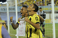 FLORIDABLANCA -COLOMBIA, 24-07-2013.  Martin Arzuaga (Der) jugador de Alianza Petrolera celebra un gol anotado a Boyacá Chicó FC durante encuentro  por la fecha 2 de la Liga Aguila II 2015 disputado en el estadio Daniel Villa Zapata de la ciudad de Barrancabermeja./ Martin Arzuaga (R) player of Alianza Petrolera celebrates a goal scored to Boyaca Chico FC during match for the second date of the Aguila League II 2015 played at Daniel Villa Zapata stadium in Floridablanca city Photo:VizzorImage / Jose Martinez / Cont