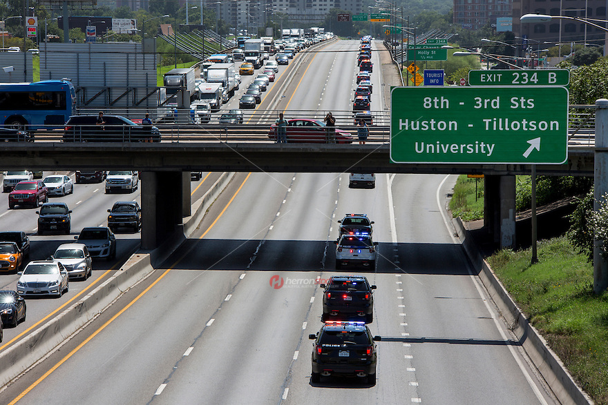 APD motorcade funeral procession with police car lights flashing travels southbound through downtown on Interstate 35 for Austin police officer Amir Abdul-Khaliq on Thursday September 8, 2016 - Stock Image.<br />