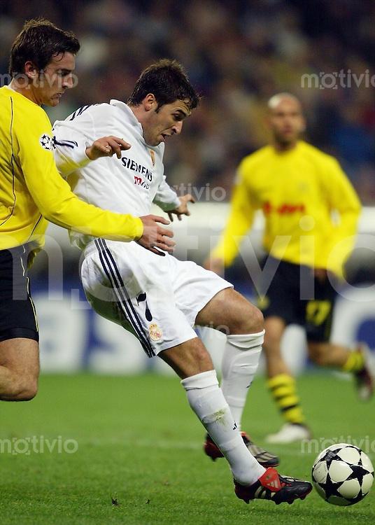FUSSBALL Champions League 2002/2003 Gruppe C 3. Spieltag Real Madrid 2-1 Boeussia Dortmund   Raul (Real,re) gegen Christoph Metzelder (BVB)