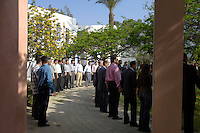 Egypte, Cairo, 5 mei 2007..Sekem hoofdkantoor te Cairo.Sekem headoffice.Morning circle with mr Ibrahim Abouleish. Foto (c) Michiel Wijnbergh.