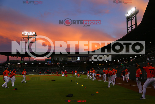 Naranjeros , previo al juego contra Aguilas de Mexicali, la Fiesta Mexicana del beisbol  celebrada  en el estadio Sloan Park de Phoenix (Meza) Arizona, el 18 de Septiembre del 2015.<br /> <br /> CreditoFoto:LuisGutierrez<br /> TodosLosDerechosReservados<br /> ElIMPARCIAL