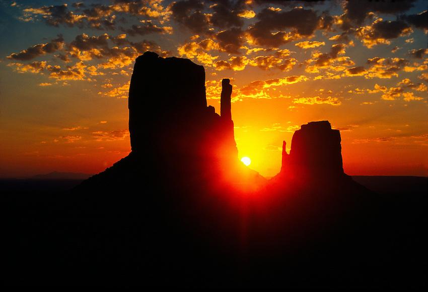 Sunrise on the Mittens, Monument Valley, Utah/Arizona, USA