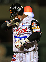 Jose Amador de Naranjeros celebra  hit , durante el tercer juego de la Serie entre Tomateros de Culiacán vs Naranjeros de Hermosillo en el Estadio Sonora. Segunda vuelta de la Liga Mexicana del Pacifico (LMP) **26Dici2015.<br /> **CreditoFoto:LuisGutierrez<br /> **<br /> Shares during the third game of the series between Culiacan Tomateros vs Orange sellers of Hermosillo in Sonora Stadium. Second round of the Mexican Pacific League (PML)