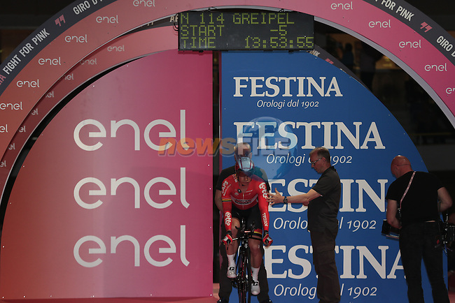 5 seconds to go for Andre Greipel (GER) Lotto-Soudal to power off the start ramp of Stage 1 of the 2016 Giro d'Italia, an individual time trial of 9.8km around Apeldoorn, The Nethrerlands. 6th May 2016.<br /> Picture: Eoin Clarke | Newsfile<br /> <br /> <br /> All photos usage must carry mandatory copyright credit (&copy; Newsfile | Eoin Clarke)