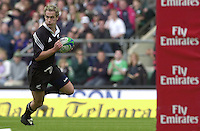 25/05/2002 (Saturday).Sport -Rugby Union - London Sevens.Wales vs New Zealand.Hayden Reid running ina try.[Mandatory Credit, Peter Spurier/ Intersport Images].