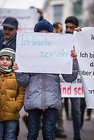 """Demonstration am Samstag den 27. Januar 2018 in Berlin fuer Familienzusammenfuehrung.<br /> Ueber 100 Gefluechtete mit subsidiaerem Schutz forderten auf der Demonstration des Foerdeverein zur Integration syrischer Staatsbuerger in Deutschland: """"Familienleben fuer Alle!"""" und """"Keine Aussetzung des Familiennachzugs!""""<br /> 27.1.2018, Berlin<br /> Copyright: Christian-Ditsch.de<br /> [Inhaltsveraendernde Manipulation des Fotos nur nach ausdruecklicher Genehmigung des Fotografen. Vereinbarungen ueber Abtretung von Persoenlichkeitsrechten/Model Release der abgebildeten Person/Personen liegen nicht vor. NO MODEL RELEASE! Nur fuer Redaktionelle Zwecke. Don't publish without copyright Christian-Ditsch.de, Veroeffentlichung nur mit Fotografennennung, sowie gegen Honorar, MwSt. und Beleg. Konto: I N G - D i B a, IBAN DE58500105175400192269, BIC INGDDEFFXXX, Kontakt: post@christian-ditsch.de<br /> Bei der Bearbeitung der Dateiinformationen darf die Urheberkennzeichnung in den EXIF- und  IPTC-Daten nicht entfernt werden, diese sind in digitalen Medien nach §95c UrhG rechtlich geschuetzt. Der Urhebervermerk wird gemaess §13 UrhG verlangt.]"""