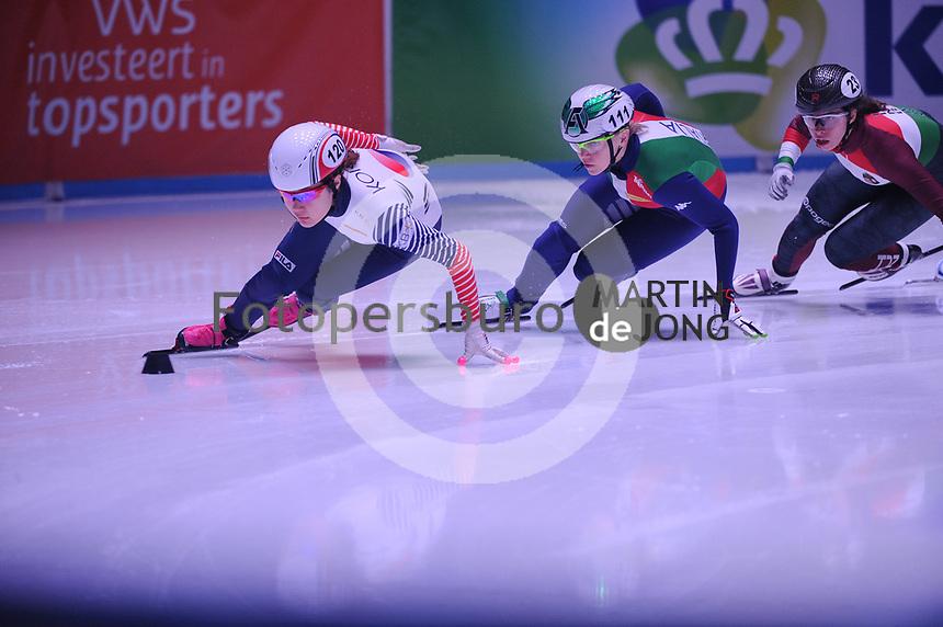 SHORT TRACK: ROTTERDAM: Ahoy, 12-03-2017, KPN ISU World Short Track Championships 2017, Ji Yoo Kim (KOR | #120), Arianna Fontana (ITA | #111), ©photo Martin de Jong