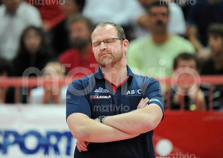 Volleyball  1. Bundesliga  2009/2010  03.10.2009 ENBW TV Rottenburg  -  Wuppertal Titans Titans Trainer Jens Larsen, Augen zu und durch
