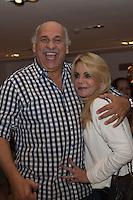 SÃO PAULO - SP. 15.02.2017 - SHOW-SP. O apresentador Caruso e sua esposa durante Show de Verão da Mangueira, nesta quarta-feira, 15, no Tom Brasil, zona sul de São Paulo. (Foto: Ciça Neder / Brazil Photo Press)