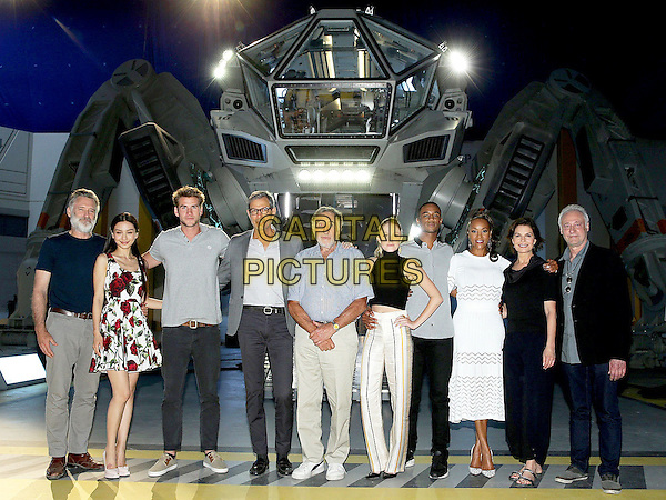 Independence Day: Resurgence (2016) <br /> Behind the scenes photo of Vivica A. Fox, Judd Hirsch, Bill Pullman, Jeff Goldblum, Brent Spiner, Sela Ward, Joey King, Liam Hemsworth, Maika Monroe &amp; Jessie T Usher<br /> *Filmstill - Editorial Use Only*<br /> CAP/KFS<br /> Image supplied by Capital Pictures