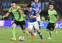 BOGOTA - COLOMBIA -27 -11-2016: Oscar Barreto (Der) jugador de Millonarios disputa el balón con Alejandro Bernal (Izq) jugador de Atlético Nacional durante partido de ida por los cuartos de final de la Liga Aguila II 2016 jugado en el estadio Nemesio Camacho El Campin de la ciudad de Bogota./ Oscar Barreto (R) player of Millonarios fights for the ball with Alejandro Bernal (L) player of Atletico Nacional during first leg match for the final quarters of the Liga Aguila II 2016 played at the Nemesio Camacho El Campin Stadium in Bogota city. Photo: VizzorImage / Gabriel Aponte / Staff.