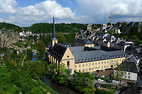 Tal der AlzetteBlick von Corniche auf Bock-Kasematten und Kirche St. Jean Baptiste (Johannes), Stadt Luxemburg, Luxemburg, Unesco-Weltkulturerbe