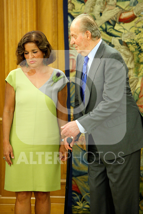 King Juan Carlos of Spain and Prince Felipe of Spain recive in audience to COI representation for candidature of Madrid 2020 Olympic Games in a Zarzuela Place in Madrid. In the pic: King Juan Carlos of Spain and Ana Botella. September 10, 2013. (ALTERPHOTOS/Caro Marin)