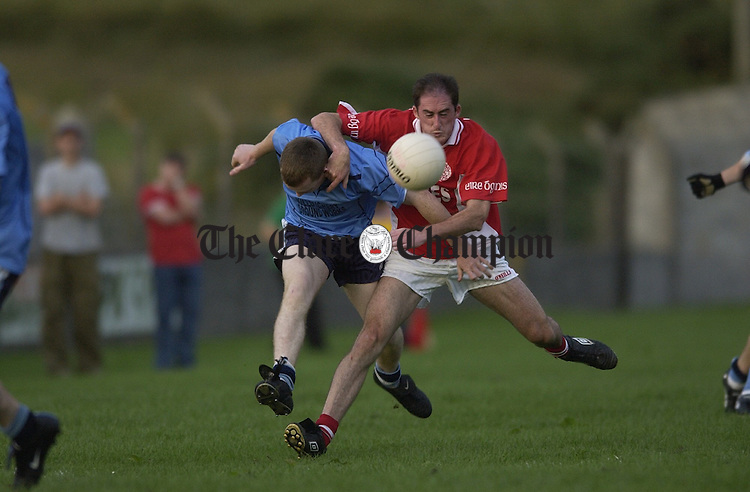 Ger Daly of Eire Og tussles with his Kildysart opponent (18) during the Intermediate county semi-final at Kilmihil. Photograph by John Kelly.
