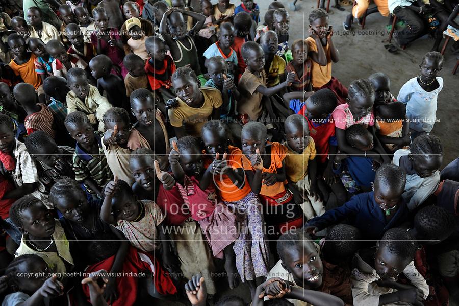 KENYA, Turkana Region, refugee camp Kakuma, children after holy mass in church of Don Bosco  / KENIA Fluechtlingslager Kakuma in der Turkana Region , Kinder nach Messe in Kirche von Don Bosco