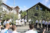 Kerweborsch am Haus von Alt-Bürgermeister Horst Gölzenleuchter