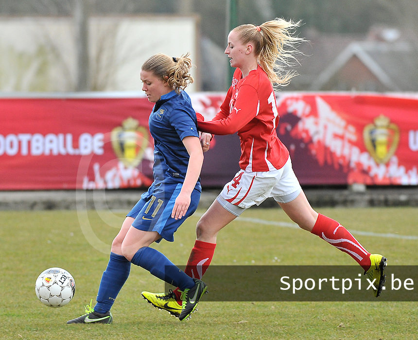 Switzerland U19 - France U19 : Léa Declercq on the ball before Nina Stapelfeldt (right).foto DAVID CATRY / Nikonpro.be