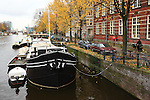 Europe; Pays Bas; Amsterdam; canal et péniche aménagée//Europe; Netherland; Amsterdam; canal and houseboat