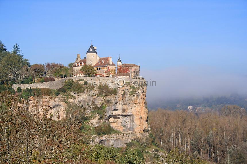 France, Lot (46), Belcastel, le château et la chapelle de Belcastel un matin d'automne // France, Lot, Belcastel, Castle and Chapel Belcastel an autumn morning